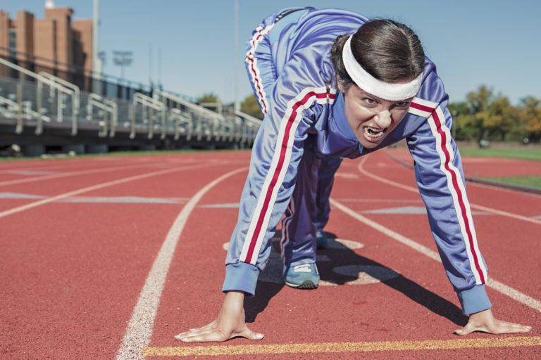 Спортуваща жена - снимка