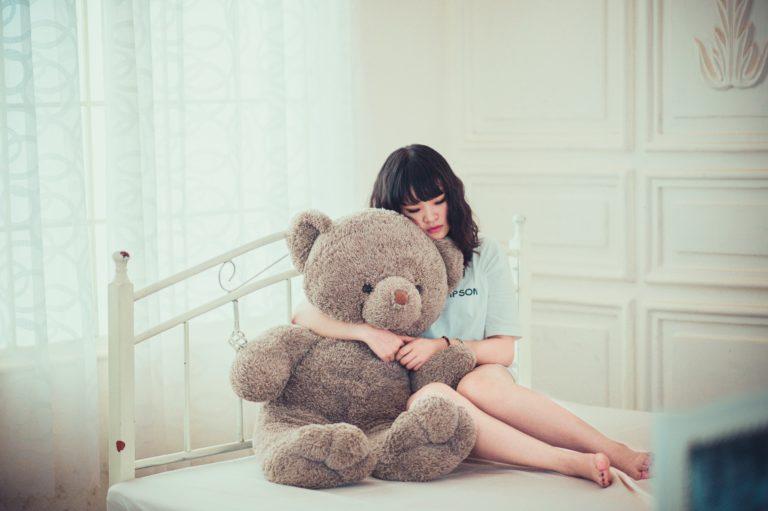 Снимка на изоставено момиче