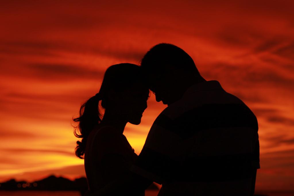 1ebdbf8e150fa611f26a51f654fd6fa7_silhouette-couple-portrait-couple-silhouette-amirul-amin-flickr_1024-682